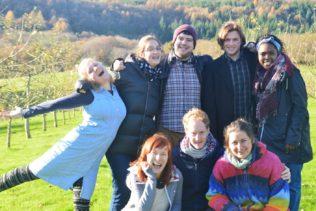 OBRAŤ SVŮJ ŽIVOT NARUBY aneb roční dobrovolničení v Anglii nebo Bratislavě!
